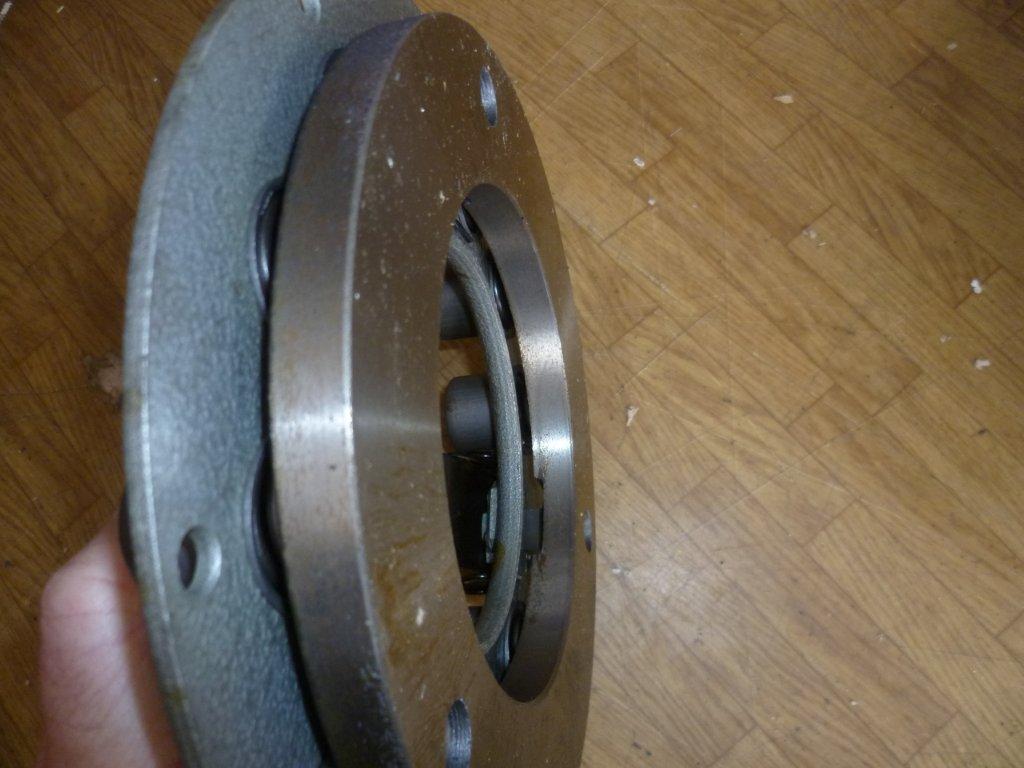RS09 Dichtung für Ölrücklaufrohr = Gummidichtung T157 Traktor Motor NEU